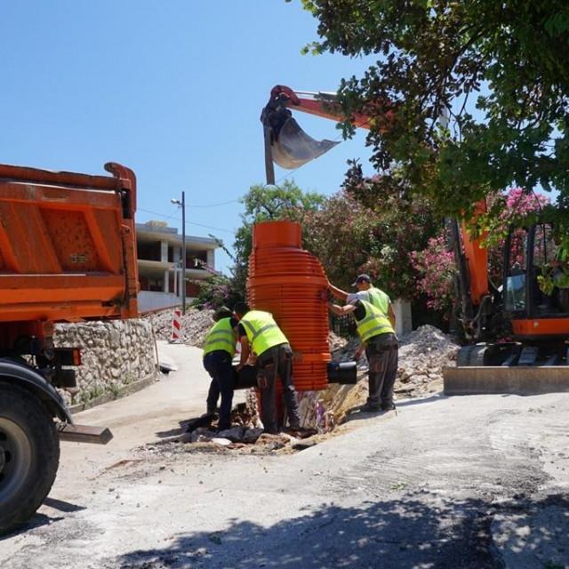 Radovi na izgradnji sustava vodoopskrbe i odvodnje Orašca u punom su zamahu