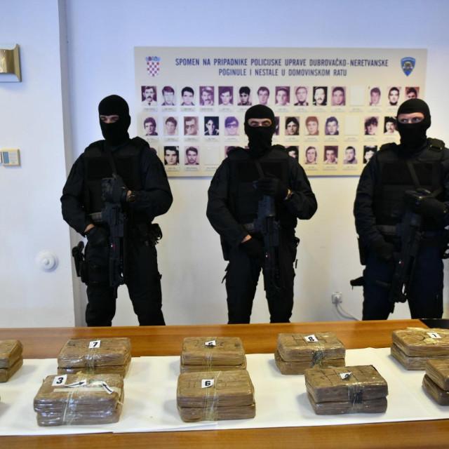najnoviji ulov PU Dubrovačko-neretvanske i Carinske uprave - 24,8 kg kokaina, u Baćini