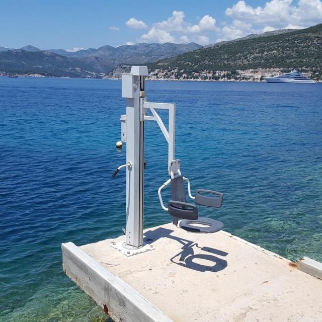 lifter za osobe s invaliditetom, plaža Copacabana, Dubrovnik