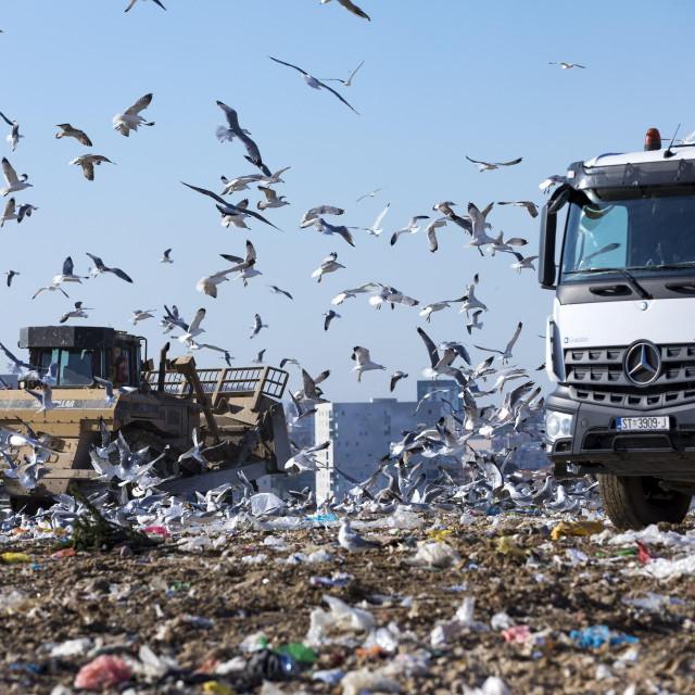 I neplatišama se prazne kontejneri, Karepovac se puni, a netko ne želi sve to plaćati...