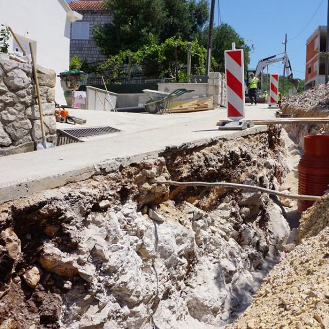 U Orašcu počeli radovi na izgradnji gotovo 30 milijuna kuna vrijednog sustava vodoopskrbe i odvodnje