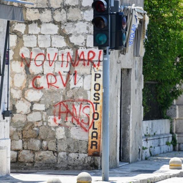 Grafit koji već dugo 'krasi' zid na gruškoj obali