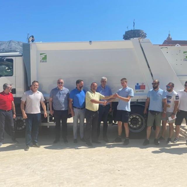 Komunalno trgovačko društvo Hober dobilo novo vozilo za sakupljanje otpada