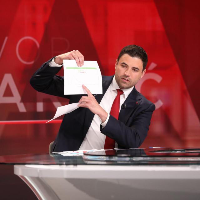 Davor Bernardić nije baš sve papire pogubio