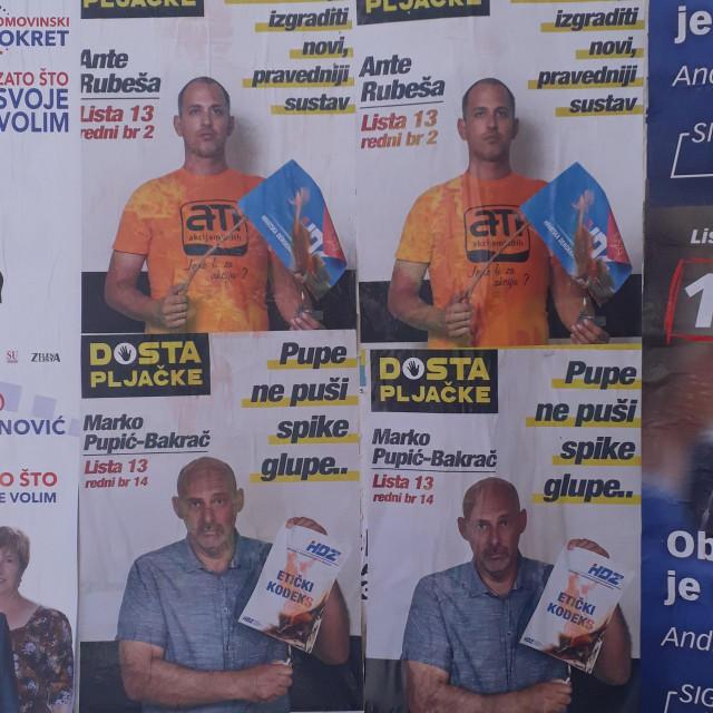 Ante Rubeša i Marko Pupić Bakrač pale obilježja HDZ-a