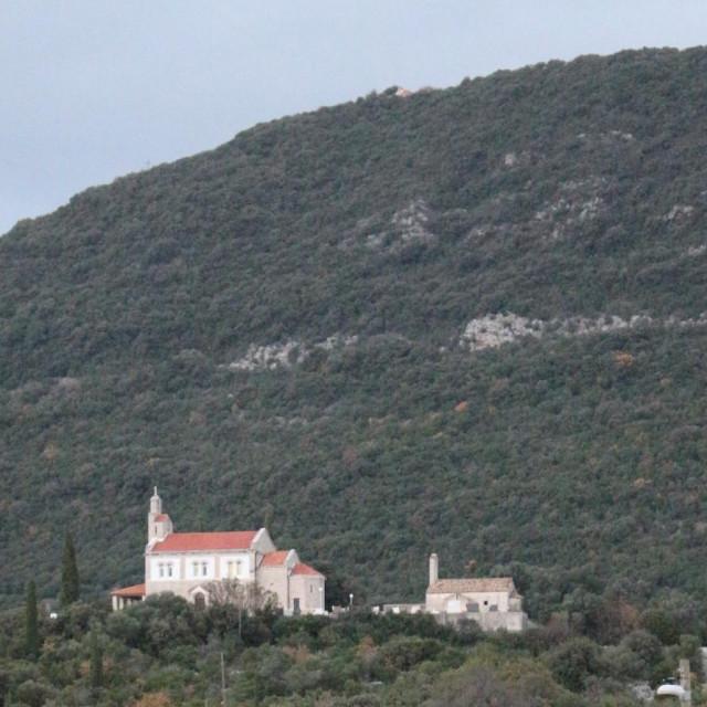 Područje potrage između crkvi sv.Ilija na vrhu brda Košare i Crkve sv. Spasa u Vitaljini