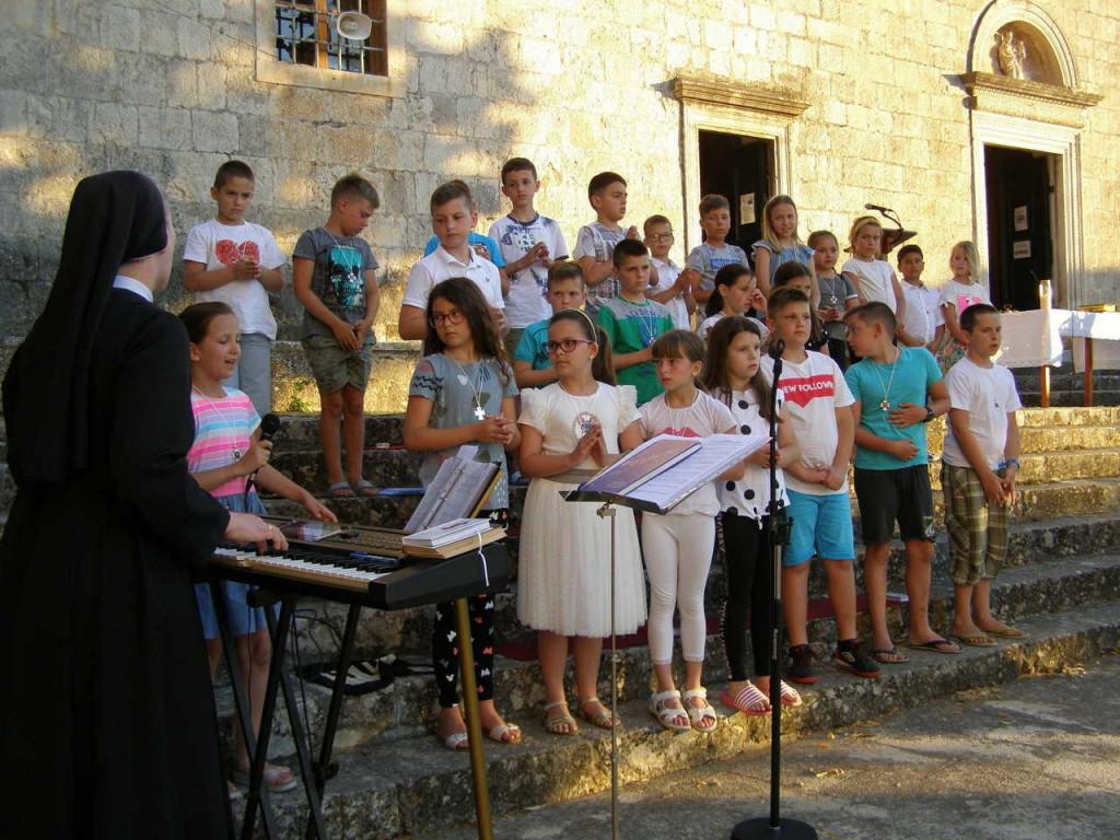 Devetnica bl. Mariji Propetog počela Danom molitve za nezaposlene i one u financijskim poteškoćama