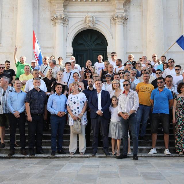 Kandidati Domovinskog pokreta Ruža Tomašić i Robert Pauletić na druženju s građanima u Dubrovniku