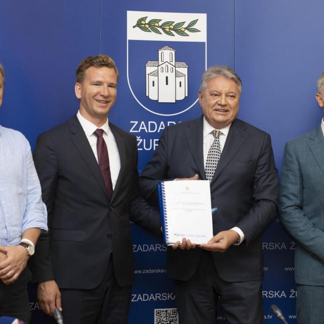 Svečano potpisivanje ugovora za projekt Rekonstrukcija Obale Petra Krešimira IV (obnova Zadarske rive).<br />