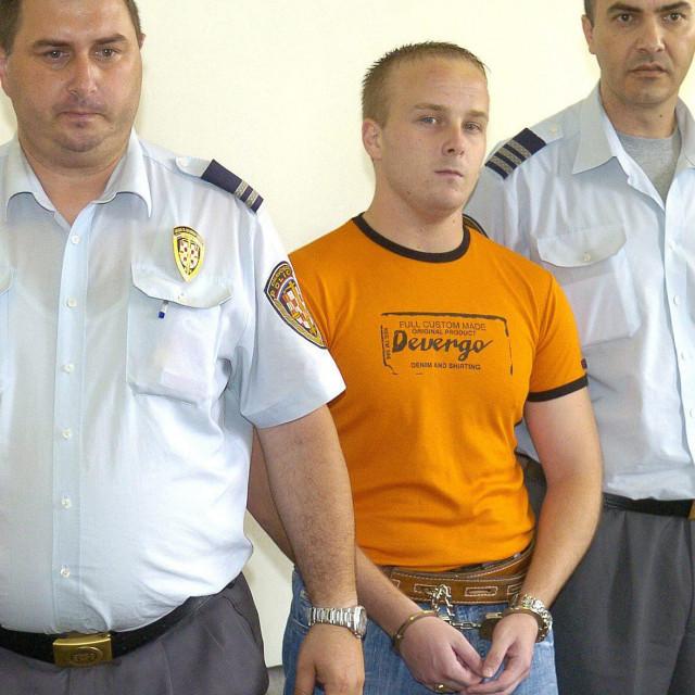 Dean Majstorović na početku kriminalne karijere, kad se još prezivao Martedić