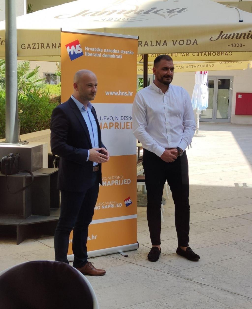 Valentin Dujmović i MIho Obradović tijekom obraćanja HNS-a za Dubrovnik
