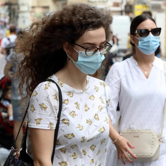<br /> Zbog povecanja broja zarazenih koronavirusom sve vise gradjana nosi zastitne maske.<br />