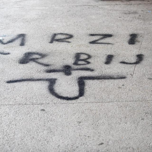 Ovaj grafit neprimjerenog sadržaja osvanuo je lani na zgradi OŠ Skalice<br />