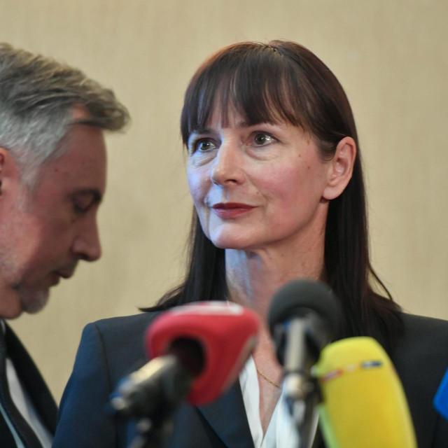 Miroslav Škoro sa sestrom, Vesnom Vučemilović, kandidatkinji na izborima, koja je zadužena za gospodarstvo
