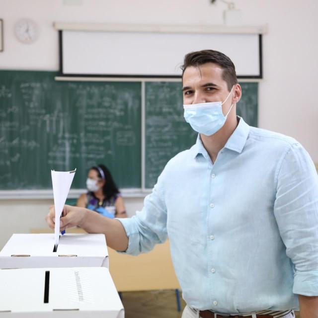 Jadran Barač na biralištu