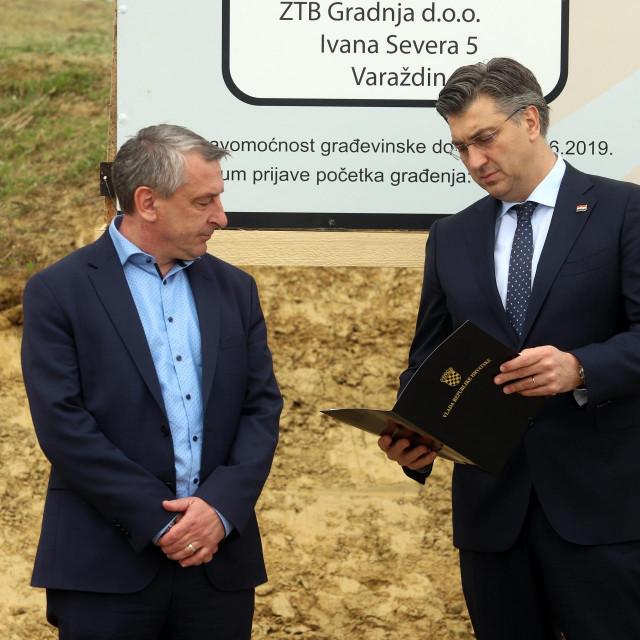 Varazdin, 220520.<br /> Premijer Andrej Plenkovic polozio je kamen temeljac za osnovnu skolu u mjestu Sveti Ilija kod Varazdina.<br /> Na fotografiji: Predrag Stromar i Andrej Plenkovic.<br />