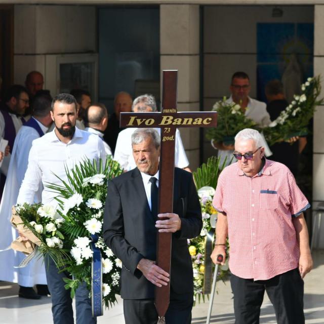 Posljednji ispraćaj Ive Banca na groblju sv. Mihajla