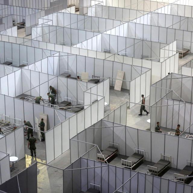 Vojska Srbije je ponovno Štark arenu pretvorila u veliku bolnicu za prihvat oboljelih od korone. U Srbiji gotovo svi pozitivni na testiranju budu hospitalizirani