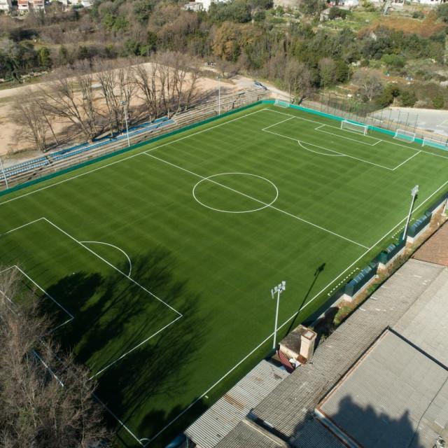 Nogometni teren s umjetnom travom u Gospinom polju foto: VSP VIdeo