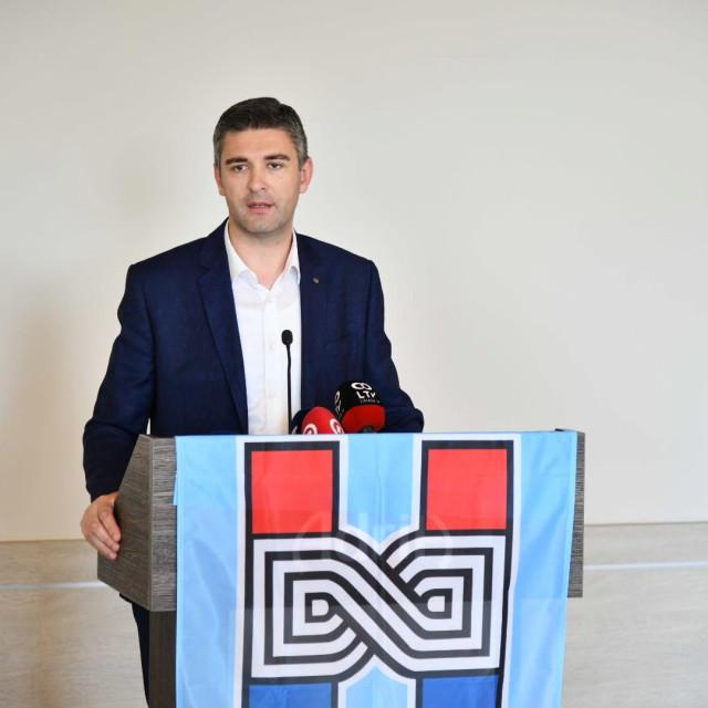 Konferencija za predstavnike medija HDZ-a na kojoj sudjeluju Branko Bačić, Mato Franković i Nikola Dobroslavić