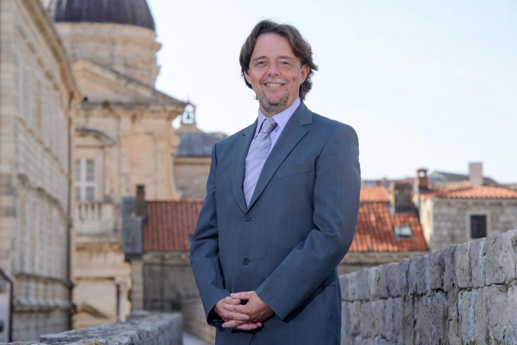Mark Thomas počasni konzul i kolumnist