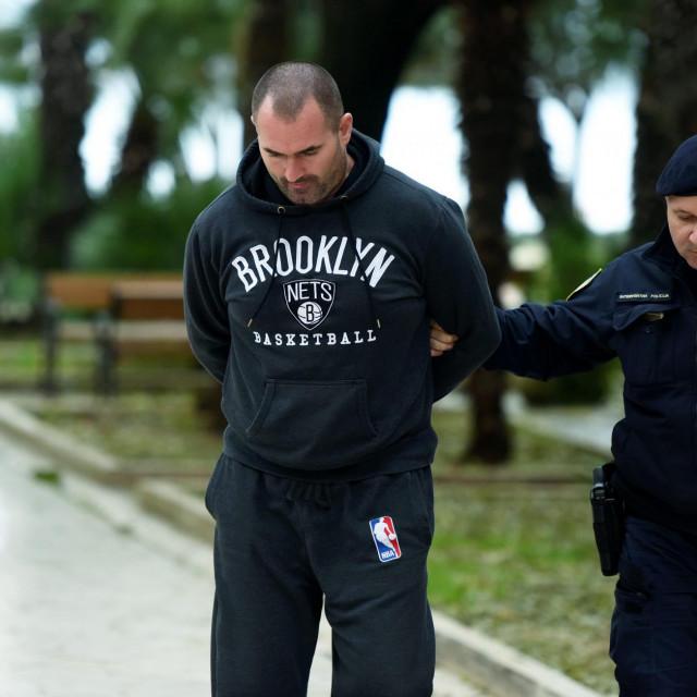 Vlasnik BMW-ovog autosalona Mišel Pavlović prilikom uhićenja zbog šverca oružja.<br />