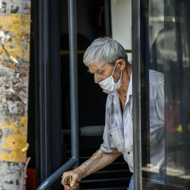 Sibenik, 250620.<br /> Putnici i vozaci u autobusima nose zastitne maske<br />