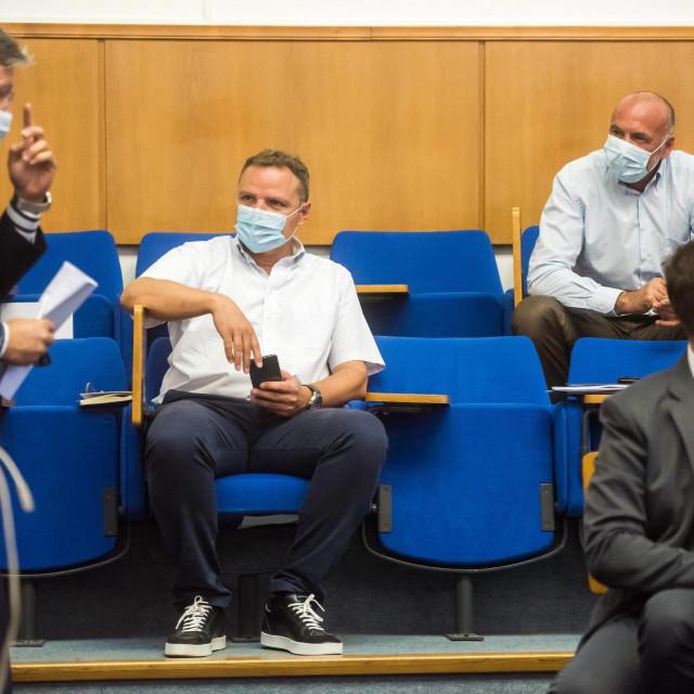 U Velikoj vijećnici gradskog poglavarstva održan je redoviti kolegij gradonačelnika Branka Dukića pod epidemiološkim mjerama