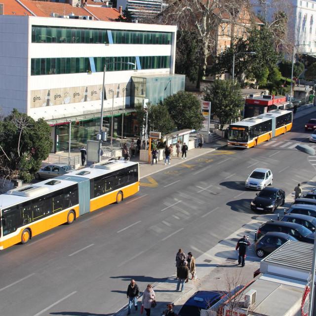 Od 11. srpnja, prometovat će noćna kružna linija s polascima u 1,15 i 2,30 na ruti Pile-Vojnović-pošta Lapad-Grawe-RK Srđ-Nova Mokošica okretište-Mokošica