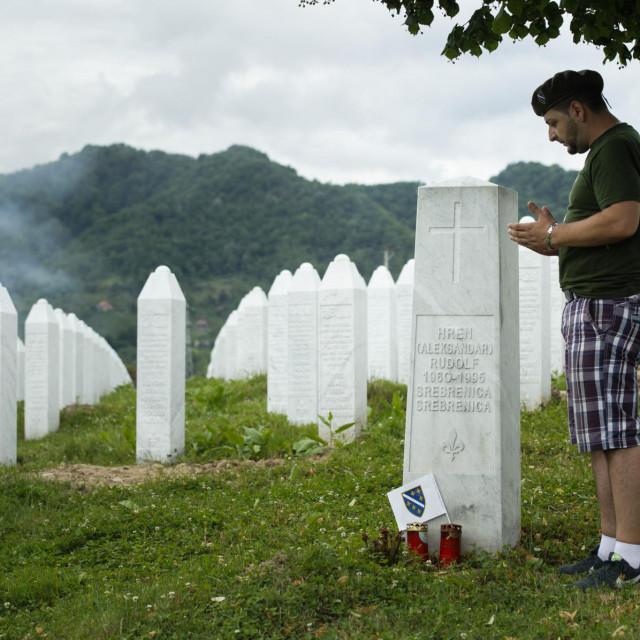Memorijalno groblje u Potočarima