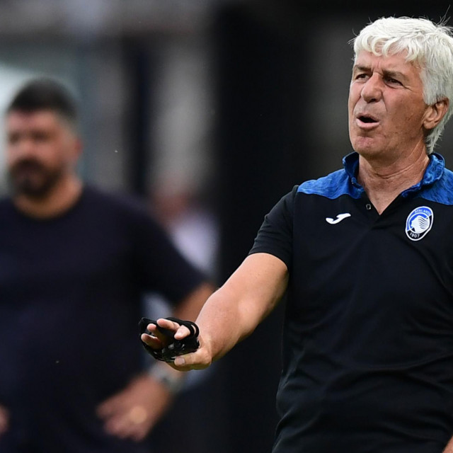 Atalanta's Italian head coach Gian Piero Gasperini reacts during the Italian Serie A football match Atalanta vs Napoli played on July 2, 2020 behind closed doors at the Atleti Azzurri d'Italia stadium in Bergamo, as the country eases its lockdown aimed at curbing the spread of the COVID-19 infection, caused by the novel coronavirus. (Photo by Miguel MEDINA/AFP)