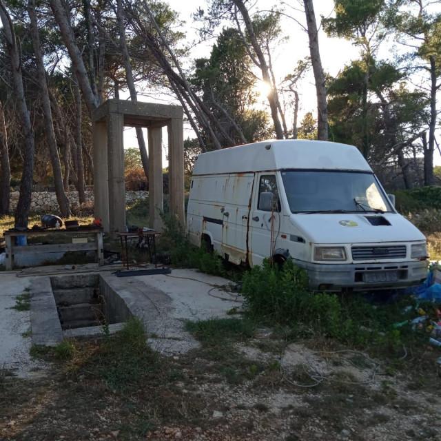 Talijanski logor na Molatu umjesto u memorijalni centar pretvore u veliku deponiju
