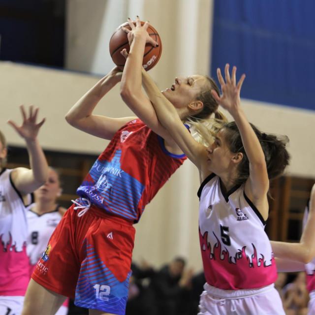 Lorena Molnar (Ragusa) protiv Zagreba u Trnskom u Kupu Hrvatske 'Ružica Meglaj Rimac' u sezoni 2019./20. foto: Tonči Vlašić