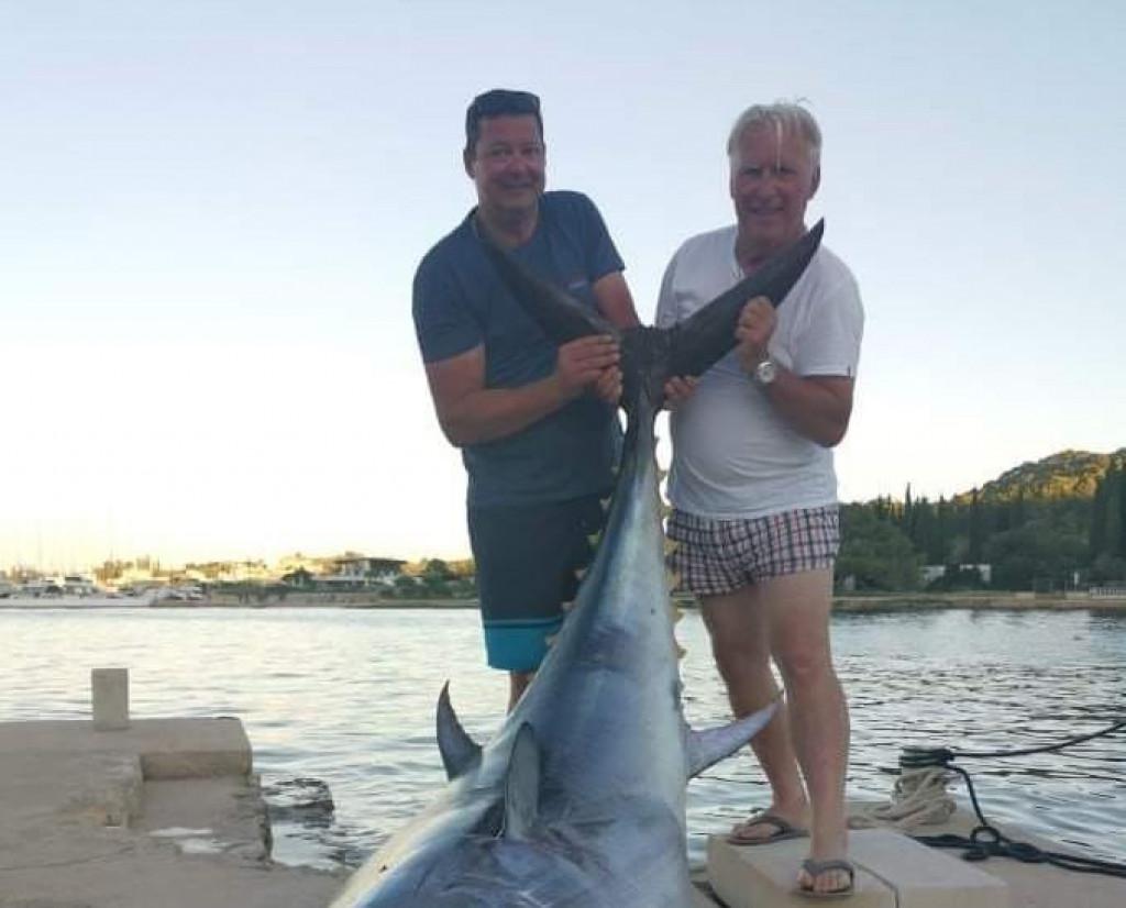 Tilen i Edi sa tunom zlatorepkom