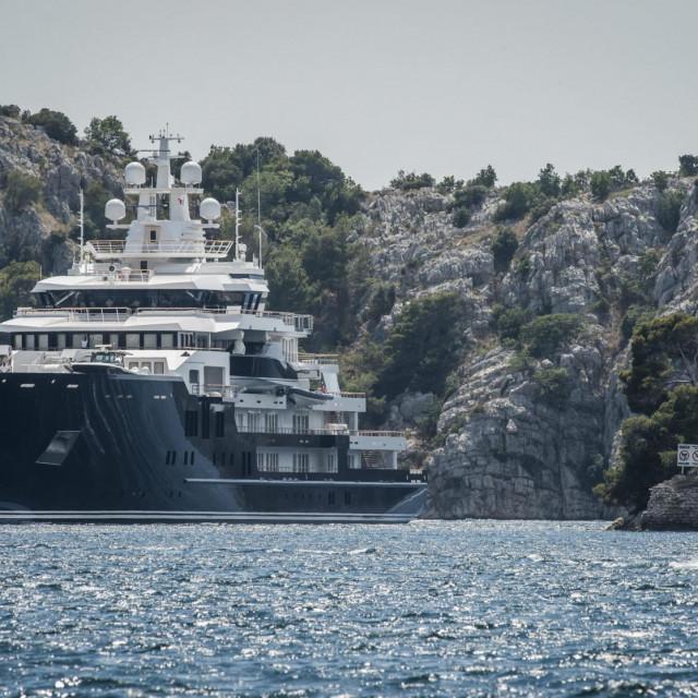 Sibenik, 030720.<br /> Luksuzna superjahta Ulysses duga 116 metara uplovila je u arhipelag grada Sibenika.<br />