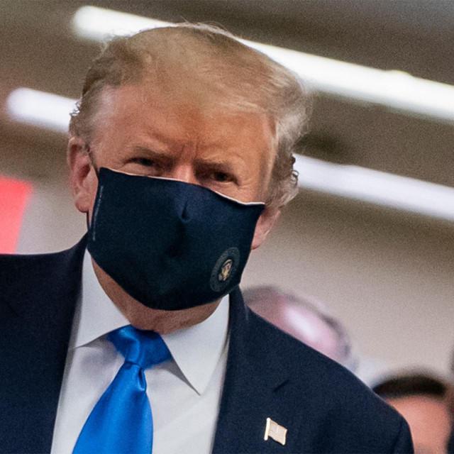 Donald Trump - stavljanje maske u vojnoj bolnici ne znači da je prestao s omalovažavanjima na račun opasnosti od zaraze