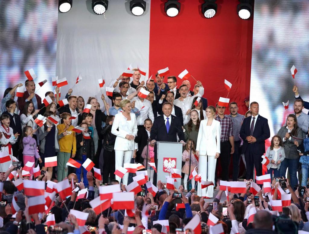 Slavlje u Dudinom izbornom stožeru