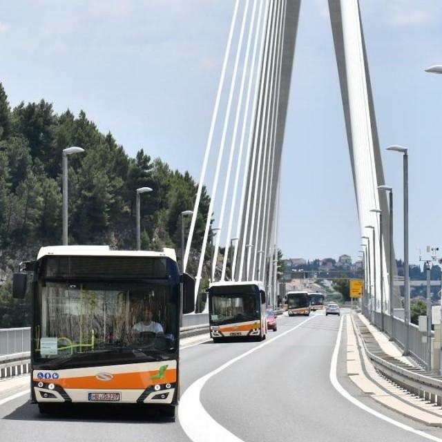 Novi Libertasovi autobusi, most preko Rijeke dubrovačke