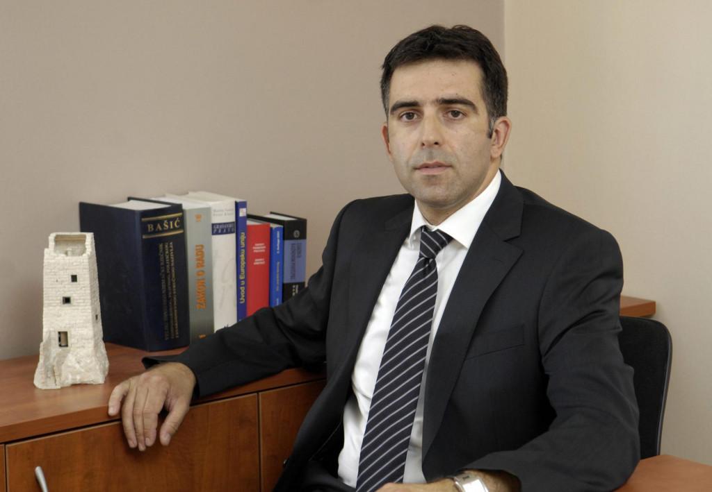 Odvjetnik Stipica Kovačević u svom uredu