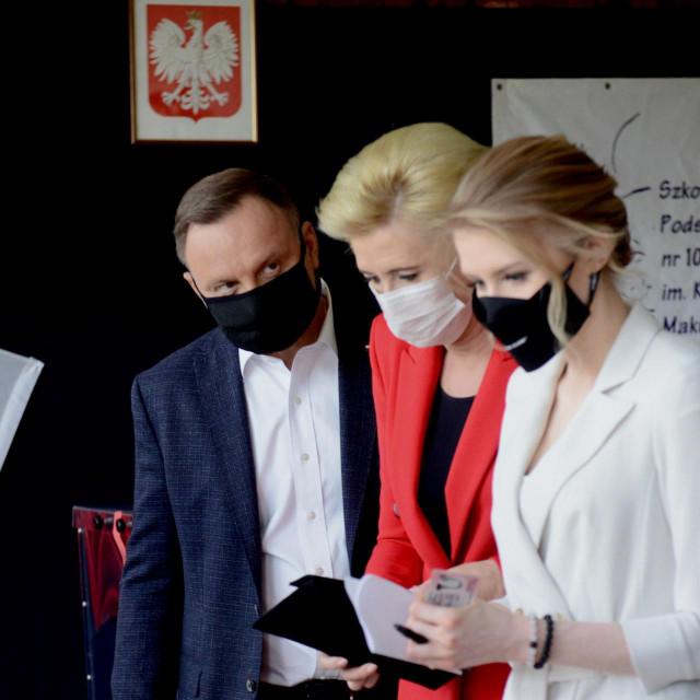 Andrzej Duda, njegova supruga Agatha i kćer Kinga snimljeni na dan izborne pobjede