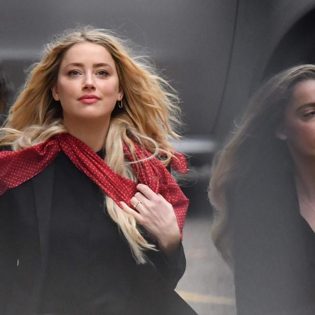 Glumica Amber Heard snimljena danas pri dolasku na sud, osmog dana procesa