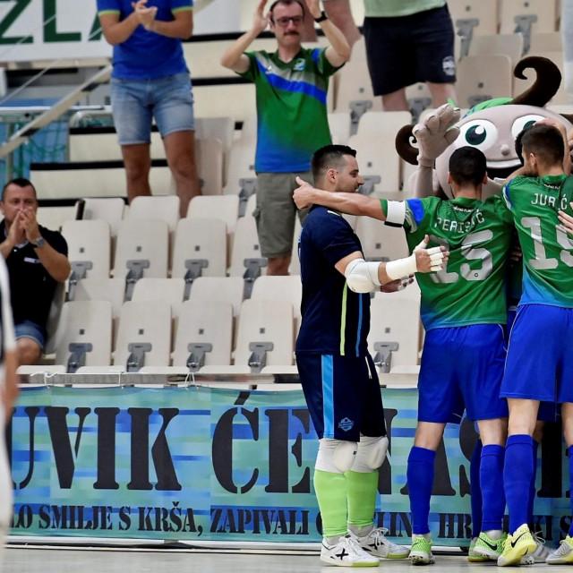 Omišani slave foto: Nikola Vilić/CROPIX