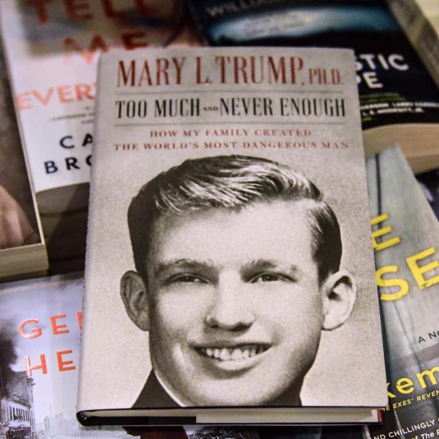Knjiga Mary Trump u jednoj knjižari u newyorškom Brooklynu