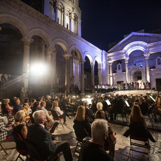 Više je bilo izvođača na 'Lombardijcima' nego brižno raspoređenih gledatelja<br /> Božidar Vukičević/HANZA MEDIA