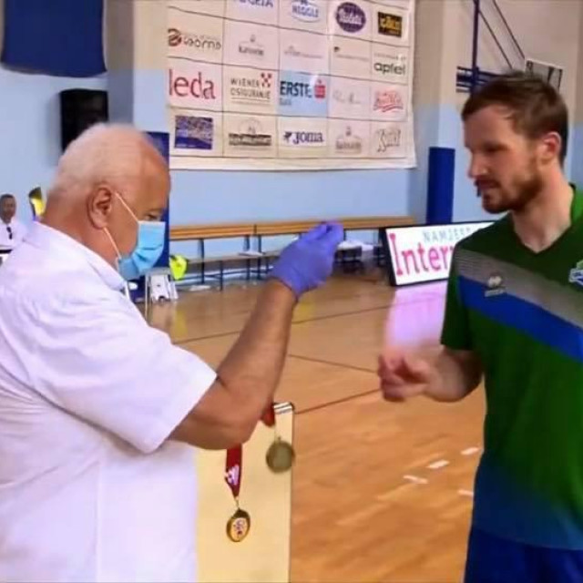 Dodjela medalja nakon finalne utakmice prvenstva Hrvatske