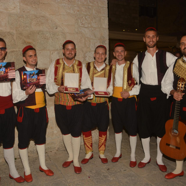 Pjesma 'Španjola' koju su izveli Kaše iz Dubrovnika ujedno je najuspješnija nova pjesma ove godine