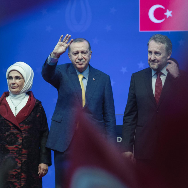 Pozdravite našeg predsjednika, rekao je Bakir Izetbegović. Otkada je to BiH turska pokrajina?<br />