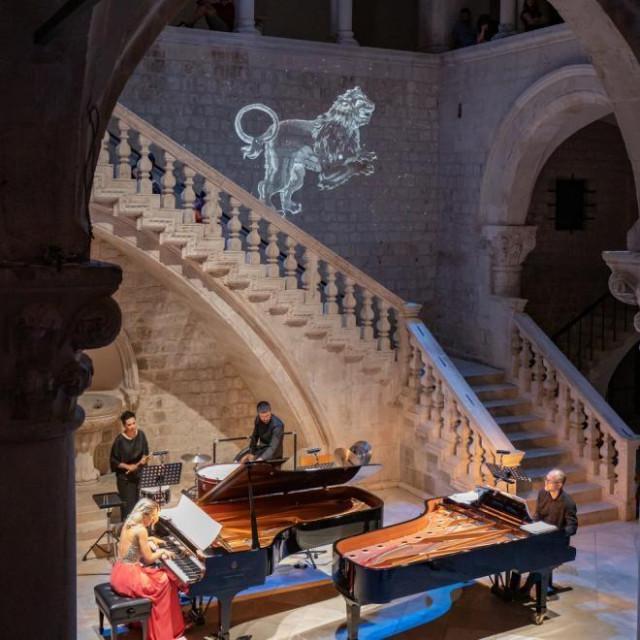 Klavirski duo u Kneževom dvoru