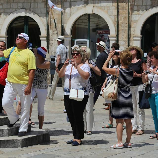 Turisti u obilasku Dubrovnika