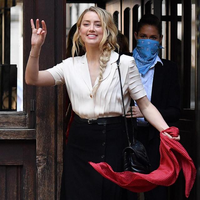 Glumica Amber Heard snimljena danas, na dolasku na deseti dan suđenja